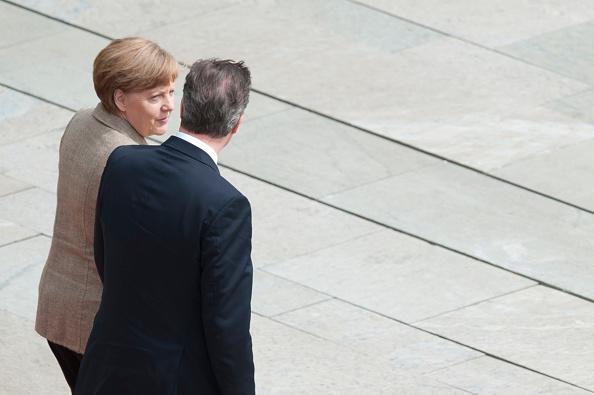 Stringer「David Cameron Meets With Angela Merkel In Berlin」:写真・画像(15)[壁紙.com]