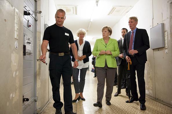 Commissioner「Merkel Visits Former East German Prison」:写真・画像(2)[壁紙.com]
