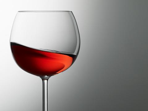 Wineglass「A rose wine swirls in a glass」:スマホ壁紙(17)