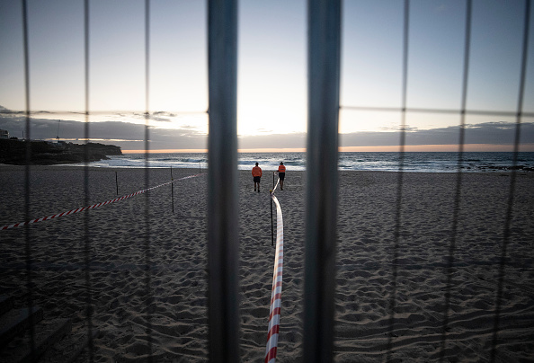 Sydney「Bondi And Bronte Beaches Reopen For Exercise As Australian Coronavirus Infection Rate Continues To Decline」:写真・画像(16)[壁紙.com]