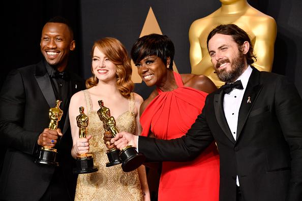 Emma Stone「89th Annual Academy Awards - Press Room」:写真・画像(2)[壁紙.com]