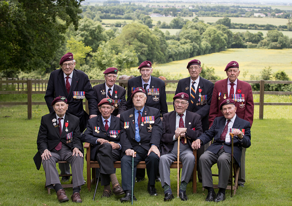 Stringer「Black Cab Charity Takes WWII Veterans Back To The Beaches Of Northern France For Last Time」:写真・画像(3)[壁紙.com]