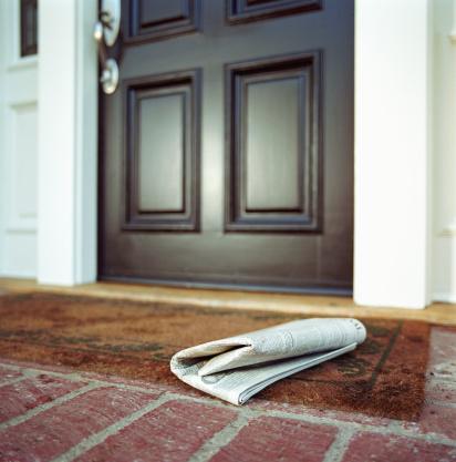 Front Door「Newspaper on front step of house」:スマホ壁紙(12)