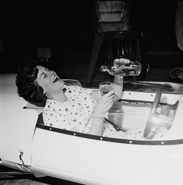 Pouring「Drinking And Driving」:写真・画像(10)[壁紙.com]