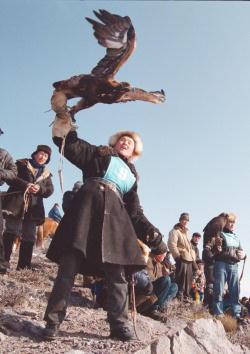 Almaty「Hunting with Eagles in Kazakhstan」:写真・画像(1)[壁紙.com]