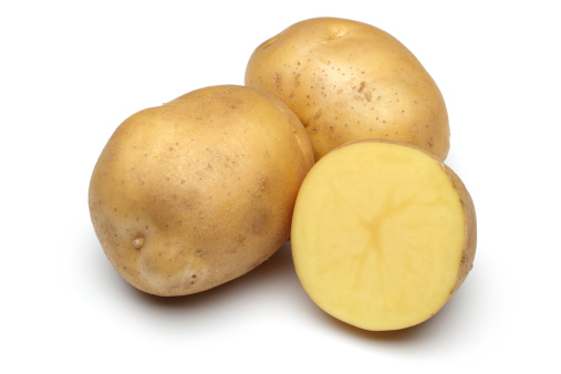 Prepared Potato「Raw Potato Full body and Freshly cut Isolated on white」:スマホ壁紙(9)