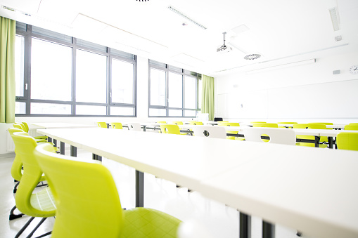 State School「Contemporary Empty Classroom During Holidays」:スマホ壁紙(8)