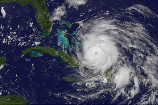 Extreme Weather「August 24, 2011 - Satellite view of the eye of Hurricane Irene as it enters the Bahamas.」:スマホ壁紙(10)