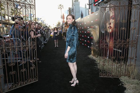 "Mann Theaters「Premiere Of Hulu's ""The Handmaid's Tale"" Season 2 - Red Carpet」:写真・画像(3)[壁紙.com]"