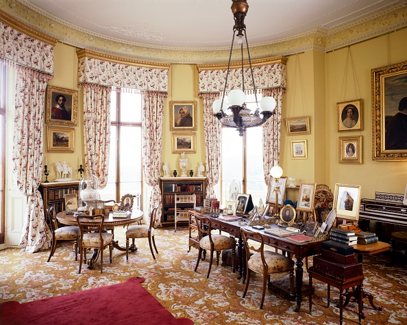 Yellow「Queen Victoria's Sitting Room, Osborne House, c1990-2010」:写真・画像(1)[壁紙.com]
