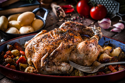 Roast Chicken「Baked chicken with vegetables on rustic wooden table」:スマホ壁紙(12)