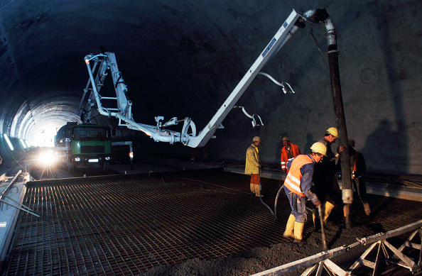 Conformity「Special low headroom boom configuration on a concrete pump being used on the Stuttgart to Munich high speed rail connection.」:写真・画像(11)[壁紙.com]