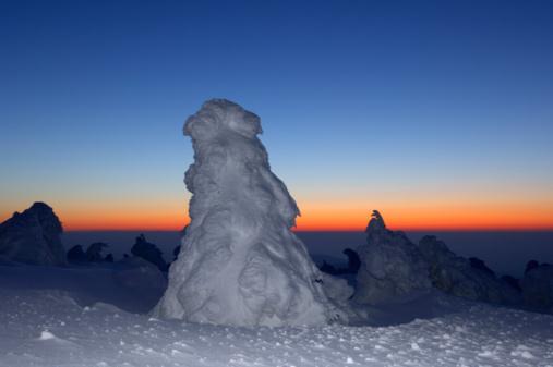 Harz Mountain「Germany, Sachsen-Anhalt, Brocken mountain at sunrise」:スマホ壁紙(11)