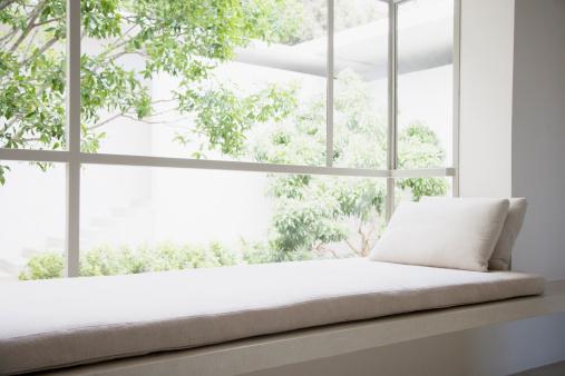 環境「窓辺の椅子」:スマホ壁紙(12)