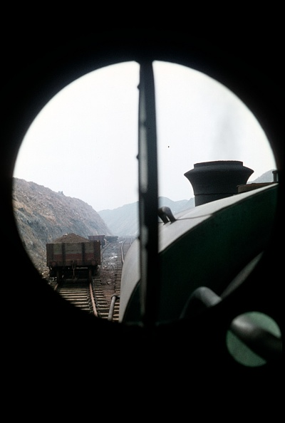 Branch - Plant Part「View from the cab window of a Kitson 0-6-0ST at work on the ironstone branch which fed Corby Steelworks with iron ore. 1968.」:写真・画像(4)[壁紙.com]