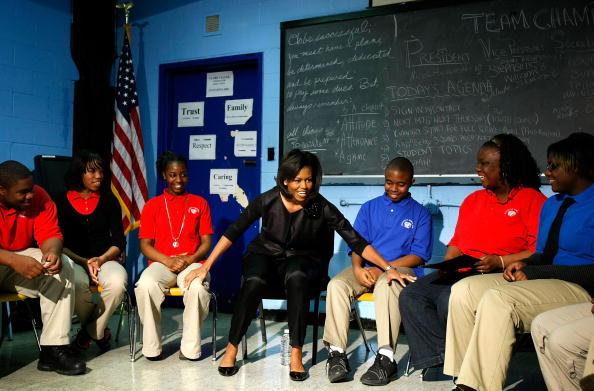 Visit「Michelle Obama Visits DC-Area School As Part Of Women's History Month」:写真・画像(18)[壁紙.com]