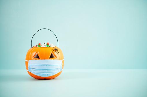 Jack-o'-lantern「Full Jack O'Lantern Trick or Treat Bucket with Face Mask Halloween Background」:スマホ壁紙(11)