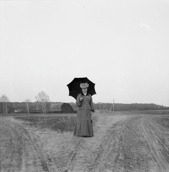 1900「Woman With Umbrella」:写真・画像(18)[壁紙.com]