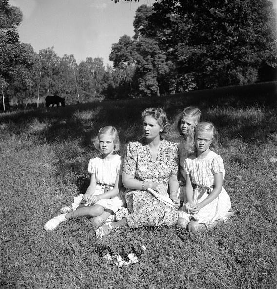 Grass Family「Princess Sibylla With The Little Princesses In Hagaparken」:写真・画像(10)[壁紙.com]