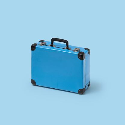Inexpensive「Blue suitcase」:スマホ壁紙(12)