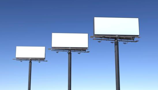 Marketing「Three billboards isolated against blue sky」:スマホ壁紙(14)