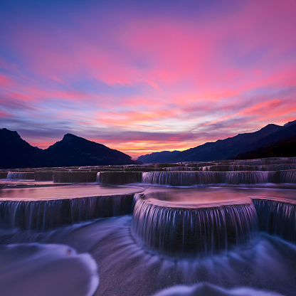 Mountain Peak「Stepped Waterfall Group at Sunrise」:スマホ壁紙(6)