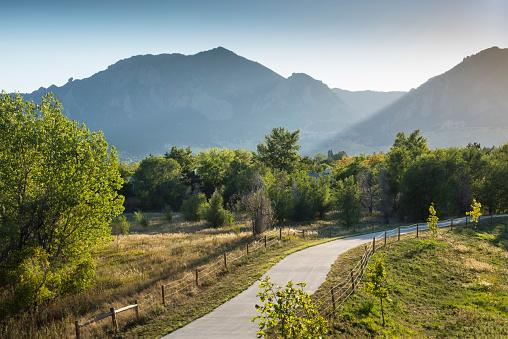 グリーン山脈「Pedestrian Walkway, Bike Path, Public Park, Green Mountain, Rocky Mountains, Boulder, Colorado」:スマホ壁紙(18)