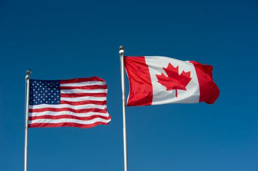 かえでの葉「USA and Canadian Flags」:スマホ壁紙(6)