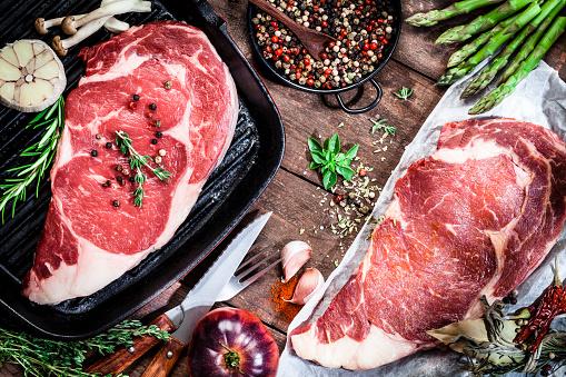 Cast Iron「Cooking beef steak fillets」:スマホ壁紙(19)