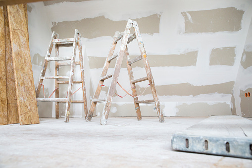 Beginnings「Two ladders in an attic to be renovated」:スマホ壁紙(14)