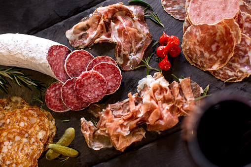 Focus On Background「Cured Meats Charcuterie On A Slate Tray」:スマホ壁紙(4)
