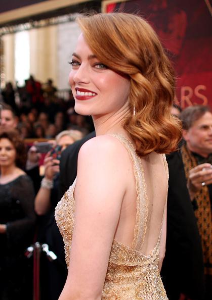 Emma Stone「89th Annual Academy Awards - Red Carpet」:写真・画像(13)[壁紙.com]