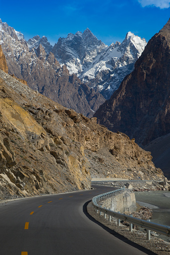 Himalayas「Karakoram Highway with mountain in background」:スマホ壁紙(2)