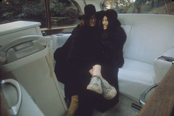 Driver - Occupation「John On Yoko's Lap In The Back Of A Limo」:写真・画像(9)[壁紙.com]