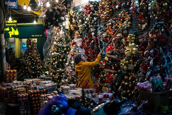 Hanging「Vietnamese Mark The Christmas Holidays」:写真・画像(1)[壁紙.com]