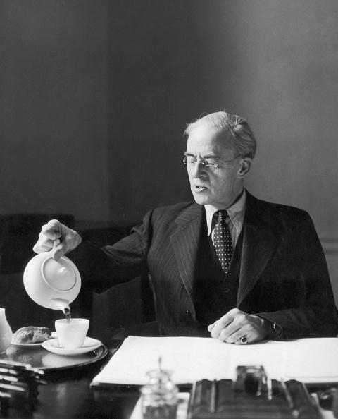 Pouring「Sir Stafford Cripps」:写真・画像(4)[壁紙.com]
