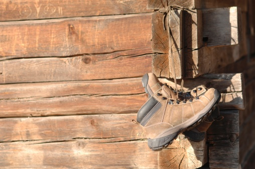 Chalet「Germany, Ammersee, Hiking shoes hanging on wood lodge」:スマホ壁紙(17)