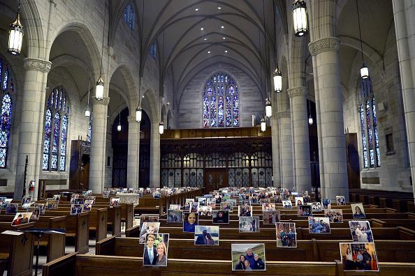 Bench「Catholic Church Holds Remote Easter Mass During Coronavirus Pandemic」:写真・画像(3)[壁紙.com]
