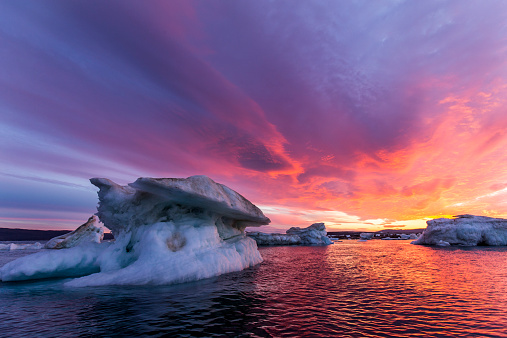 Nunavut「Melting Sea Ice at Sunset, Hudson Bay, Canada」:スマホ壁紙(6)