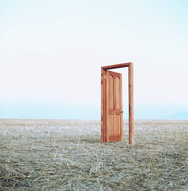 Open door in field:スマホ壁紙(壁紙.com)