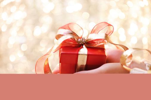Giving「Giving a christmas present」:スマホ壁紙(8)