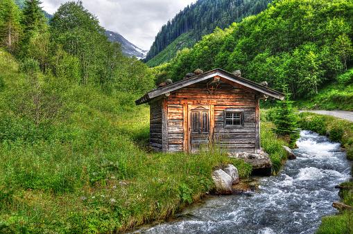 Log Cabin「HDR of Barn in alpine river landscape (Austria)」:スマホ壁紙(4)