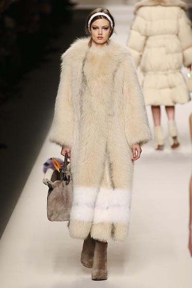 Fur Coat「Fendi - Runway & Close-ups - MFW FW2015」:写真・画像(0)[壁紙.com]