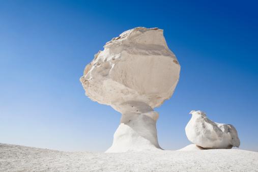 Limestone「Chicken & Mushroom rock formation in the White Desert of Egypt」:スマホ壁紙(6)