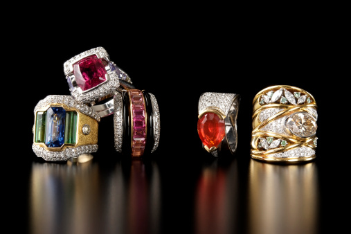 Antique「Stacked luxury ring on black background with copy space」:スマホ壁紙(13)