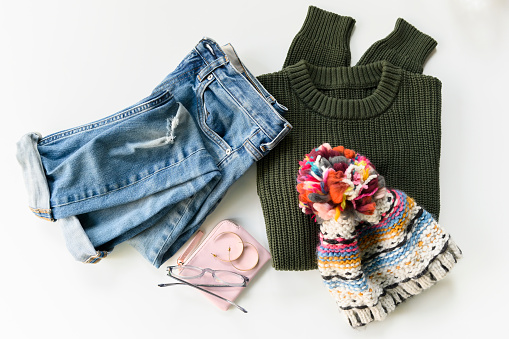 Sweater「Clothes, earrings, glasses and wallet」:スマホ壁紙(18)