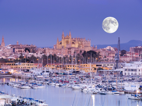 Cathedral「Moon over Palma Cathedral, Mallorca, Spain」:スマホ壁紙(6)