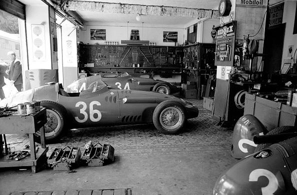 Racecar「Maserati Garage」:写真・画像(17)[壁紙.com]