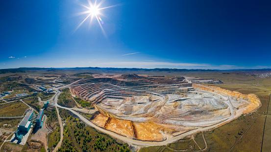 Construction Vehicle「Open cut copper mine in Mongolia, Erdenetiin Ovoo Mine - Aerial view」:スマホ壁紙(9)
