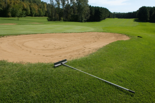 Sand Trap「Sand trap and rake on golf course」:スマホ壁紙(15)